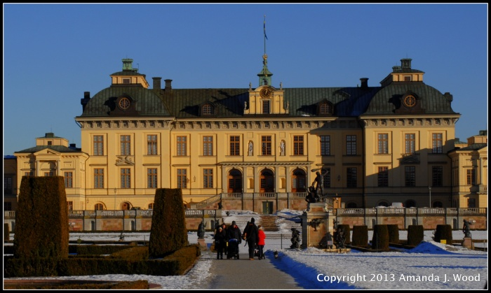 You are free to wander about the grounds. You can pay 100 SEK to go inside the palace.